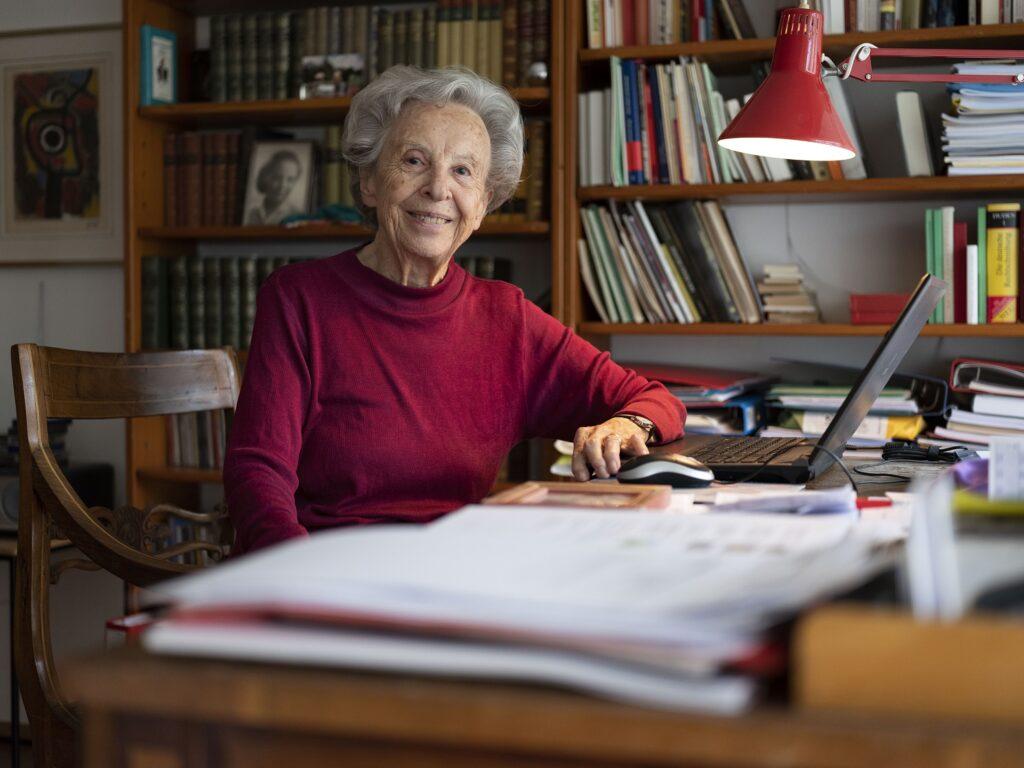 Portrait of Margrith Bigler-Eggenberger sitting at her office desk